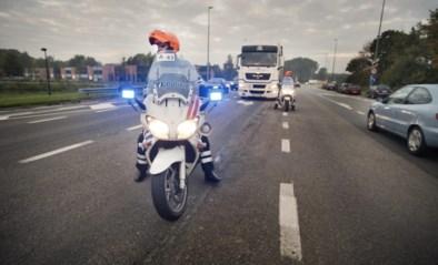 E40 richting Oostende versperd na zwaar ongeval met vrachtwagen in Nevele