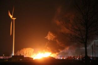 300 autowrakken in vlammen opgegaan bij zware brand op industrieterrein in Ieper