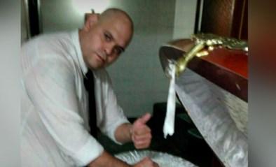 Medewerker funerarium ontslagen nadat hij poseerde met lichaam van Maradona