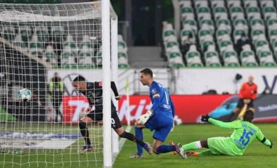 Koen Casteels moet zich drie keer omdraaien tegen Werder, maar houdt toch drie punten thuis