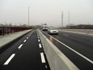 Fietsers beter beschermd na renovatie brug over Schipdonkkanaal