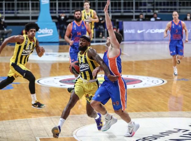 Sam Van Rossom leidt Valencia naar overwinning in Euro League basketbal