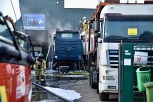 Vrachtwagen vat vuur tijdens laswerken