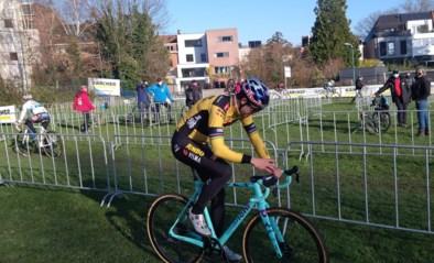 """Wout van Aert duikt met een grote smile opnieuw het veld in: """"Dit gaat een schok voor het lichaam zijn"""""""