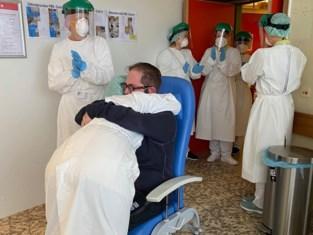 """Coronapatiënt Stijn (41) mag na maand vrouw terug in de armen sluiten: """"Een onbeschrijfelijk gevoel"""""""