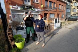 """Cafébazen bouwen winterterras, ook al weten ze niet of dat mag blijven: """"Pas als het er staat, kunnen we goedkeuring vragen"""""""