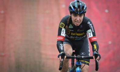 """Nederlandse Van Anrooij meteen geopereerd aan open wonde door schijfrem, ploegmanager Sven Nys: """"Ik heb nog nooit zo'n wonde gezien"""""""