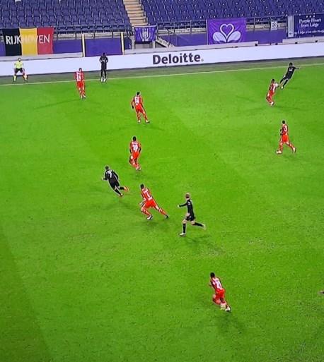 Doelpunt Anderlecht terecht afgekeurd: buitenspel Nmecha was relevant goal van Vlap