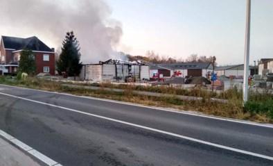 Zware brand in bedrijf van bouwmaterialen in Opitter
