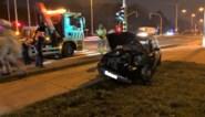 Auto ramt verlichtingspaal langs Europalaan<BR />