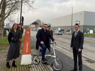 Nieuwe fietspaden in Zandvoordestraat officieel geopend