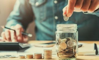 Druk je wc-rol plat en vries je bankkaart in: zo bespaar je geld en kan je meer sparen