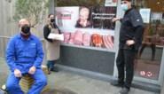 """Varkenskweker en schepen voor Landbouw Filip schenkt varken aan slager nu prijzen gekelderd zijn: """"Landbouwers zijn blijkbaar enige ondernemers die ook buiten de soldenperiode met verlies mogen verkopen"""""""