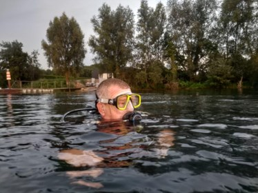 """Duiker Jef (63) overlijdt in populaire plas: """"Niets wees erop dat het zijn laatste duik zou zijn"""""""