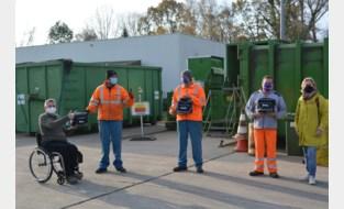Boterkoeken, een peperkoeken hart en fruitsap voor personeel recyclageparken