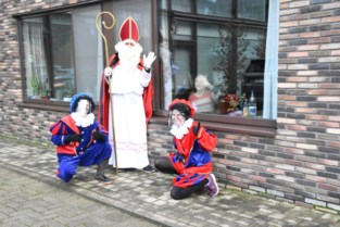 Sinterklaas komt even zwaaien naar bewoners woon-zorgcentrum Sint-Antonius