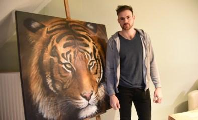 """Tatoeëerder doet schilderijen van de hand om rond te komen: """"Ik wilde mijn werken bijhouden voor een expo, maar nu moet ik ze wel verkopen""""<BR />"""