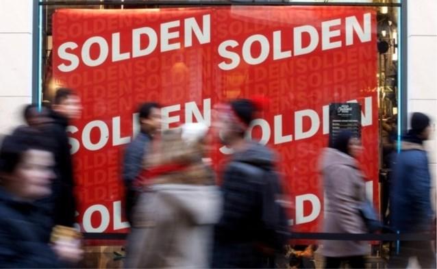 """Winkeliers verdeeld over uitstel van wintersolden: """"Helft van 'lockdownsstock' hangt nu nog in de rekken"""""""