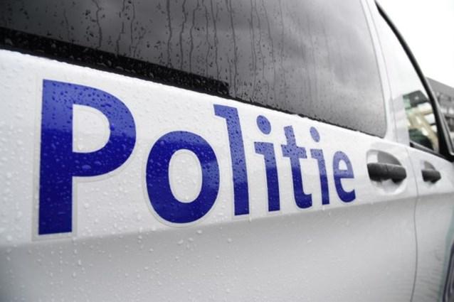 Politie lost schot om vandaal die auto's ramt te arresteren, vier agenten arbeidsongeschikt