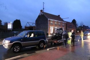 Bestuurder gewond na klap tegen geparkeerde auto