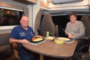 Met de camper op restaurant: eetcafé bedient klanten op parking<BR />