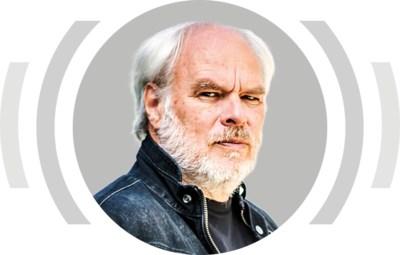 """""""Hoe herken je een Europarlementslid tussen 25 scharnierende mannen? Krijgen die, als ze worden beëdigd, een tatoeage op hun rug, of moeten ze tijdens een gangbang, net als vee, een oormerk dragen?"""""""