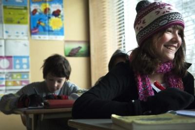 """Een koude klas door de verluchting, maar een muts opzetten mag niet: """"Dat schept een bepaalde sfeer"""""""