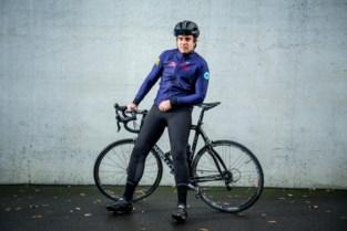 Actie om 250 rondjes rond Limburg te fietsen pakt uit met eigen kledinglijn