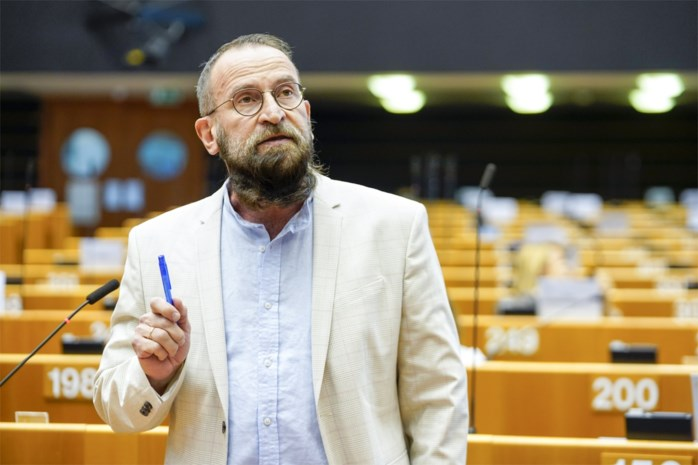 Wie is de Hongaarse toppoliticus die op illegaal seksfeest in Brusselse homobuurt was? Grondlegger van partij tegen homorechten, getrouwd met vrouwelijke toprechter
