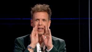 James Cooke demonstreert 'love you'-spelletje met vriend tijdens 'De slimste mens ter wereld'