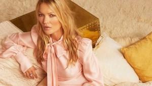Kate Moss staat 28 jaar na haar debuut weer op cover Britse Vogue