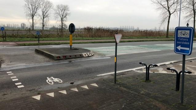 Jonge fietser (11) in levensgevaar na aanrijding door bestelwagen