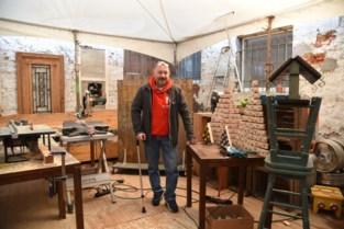 """Revaliderende cafébaas geeft meubels een tweede leven: """"Uitkering volstaat niet om kosten te dekken""""<BR />"""