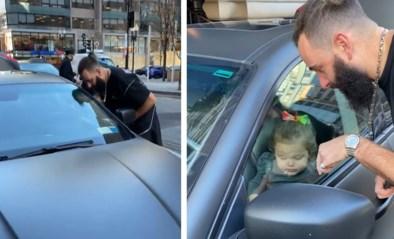 """Ouders sluiten peuter (2) per ongeluk op in Maserati: """"Ze drukt op de startknop!"""""""