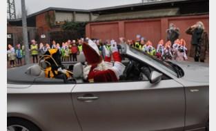 Sint en Piet in cabrio coronaveiling naar KOHa-scholen