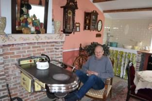 """Willy (67) richt tuinhuis in als woonkamer uit zijn kindertijd: """"Hier kom ik tot rust"""""""