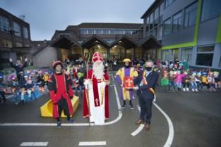 Sint verrast kindjes van basisschool Het Kleurenpalet