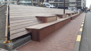 """Stijlvolle houten zitbanken genomineerd voor opvallende prijs: """"Pluim op hoed van onze schrijnwerkers"""""""