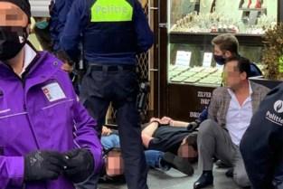 Hapjes en drankjes in juwelierszaak op Antwerpse Keyserlei: vier personen verzetten zich tegen politie