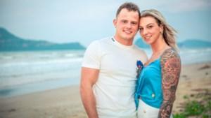 Melissa en Gianni, die uit 'Temptation island' werden gezet, verwelkomen zoontje