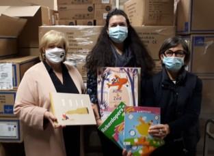 Uitgeverij schenkt boekenpakket aan Sint-Janziekenhuis