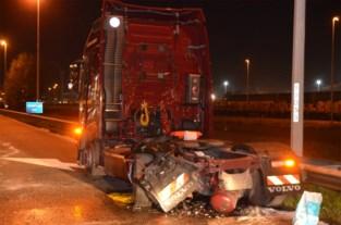 Zwaar verkeersongeval tijdens avondspits: bestuurder (33) afgevoerd naar ziekenhuis