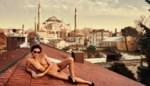 Vlaams model Marisa Papen gaat uit de kleren tijdens gevaarlijke fotoshoot