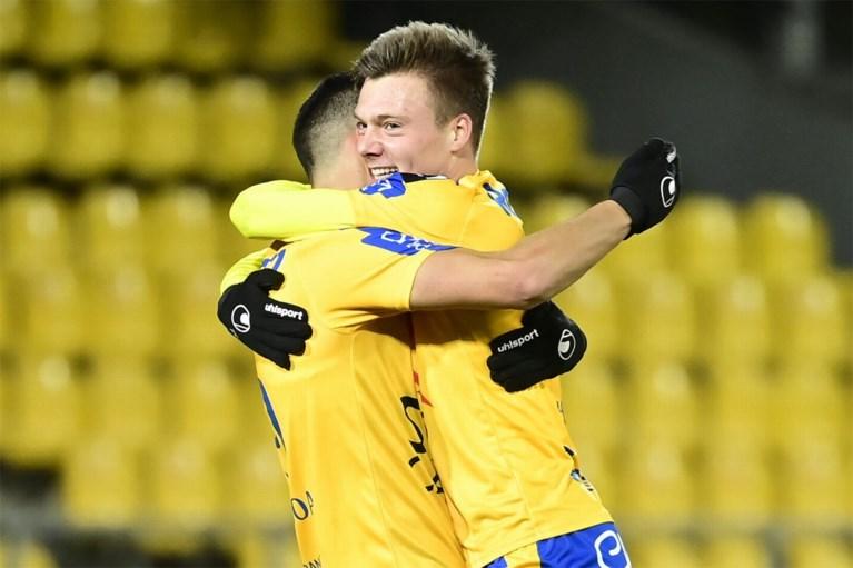 Waasland-Beveren wint kelderduel tegen Moeskroen met 2-0 en zet Henegouwers op 5 punten