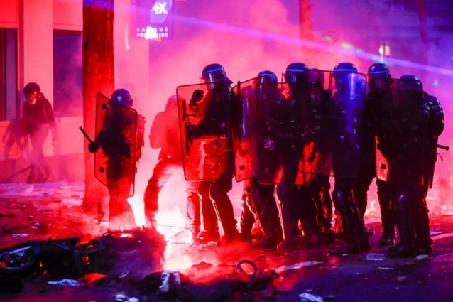 """Betoging tegen nieuwe veiligheidswet in Frankrijk ontaardt in geweld: """"Relschoppers hadden hamers en ijzeren staven bij"""""""
