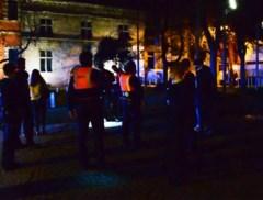 Politie legt bijeenkomst van honderdtal jongeren stil