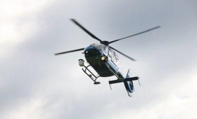 Agent gebruikte politiehelikopter om model naakt aan het zwembad te begluren