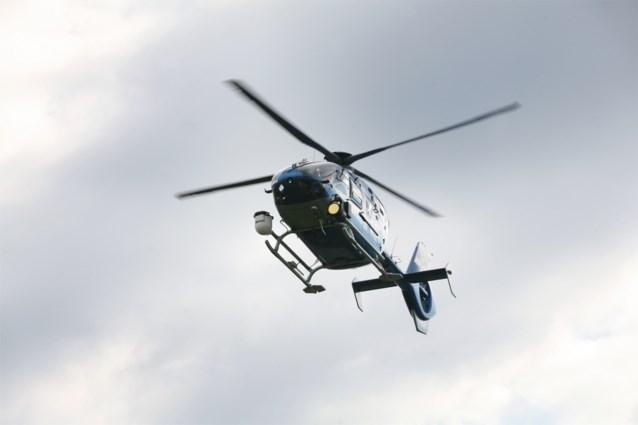Agent gebruikte politiehelikopter om model en page 3-girl naakt aan het zwembad te begluren