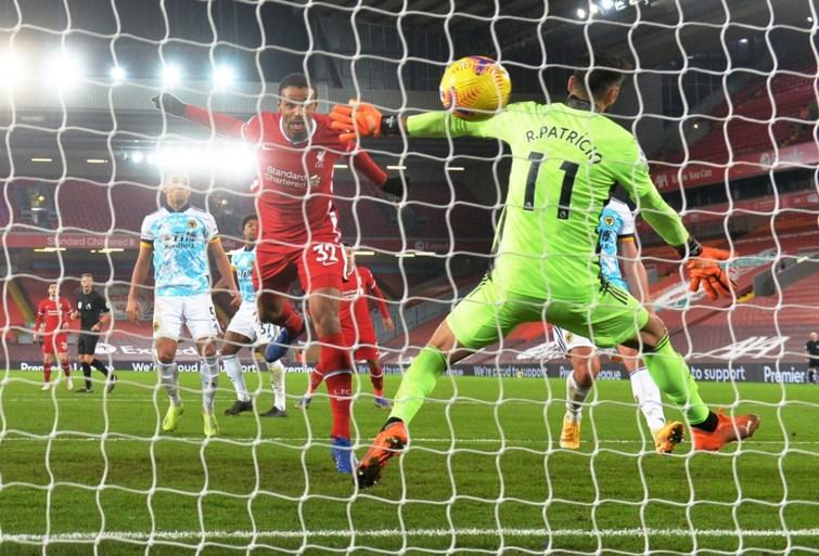 Liverpool kent weinig moeite met Dendoncker en Wolverhampton en komt mee aan de leiding
