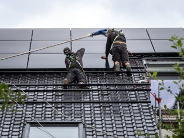 De oude regeling voor zonnepanelen loopt bijna af: wat betekent dat voor oude en nieuwe eigenaars en hoe haal je er de meeste winst uit?
